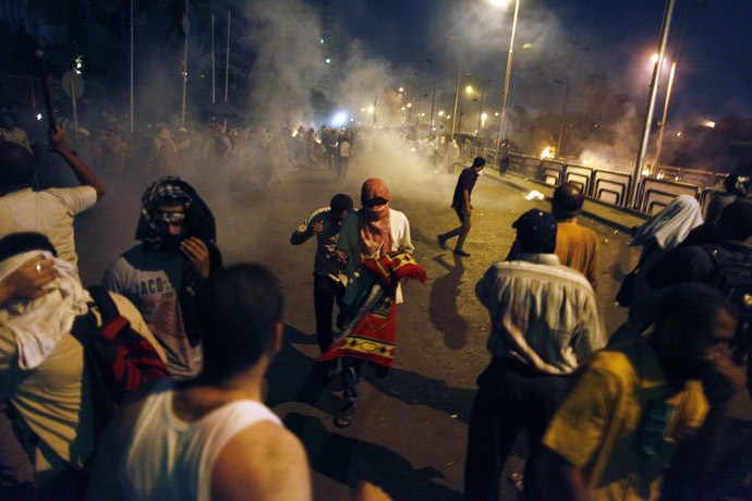 EGYPT: Egyptian supporters of the Muslim Brotherhood rallying in support of deposed president Mohamed Morsi clash with police outside the elite Republican Guards base in Cairo early on July 8, 2013. (AFP Photo)
