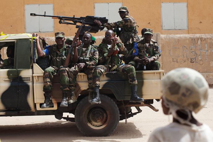 Malian soldiers patrol during Mali's presidential election in Timbuktu, Mali, July 28, 2013 (Reuters / Joe Penney)