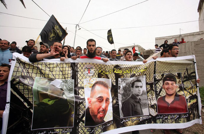 Palestinian protesters shout slogans in the northern West Bank village of Araba, near Jenin demanding the release Palestinian prisoners in Israeli jails. (AFP Photo / Saif Dahlan)