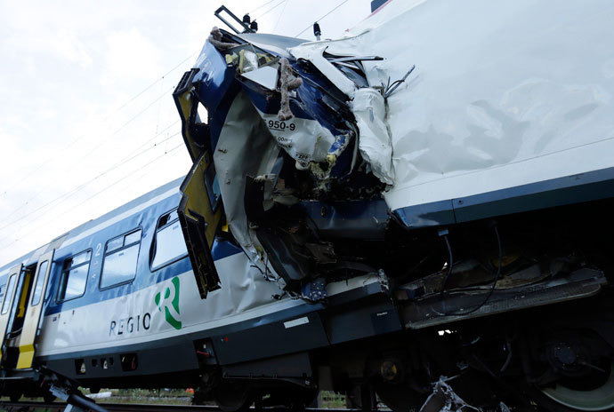 A view of the scene where two Swiss regional trains collided head on near Granges-Pres-Marnand near Payerne in western Switzerland July 29, 2013. (Reuters / Denis Balibouse)