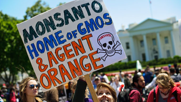 People hold signs during a demonstration against agribusiness giant Monsanto and genetically modified organisms (GMO) in front of the White House in Washington on May 25, 2013. (AFP Photo / Nicholas Kamm)