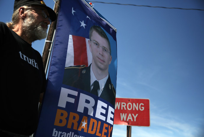 Chuck Heyn of Veterans for Peace, a supporter of U.S. Army Pfc. Bradley E. Manning, holds a sign to show support during a demonstration outside the main gate of Ft. Meade July 30, 2013 in Maryland. (Alex Wong/Getty Images/AFP)