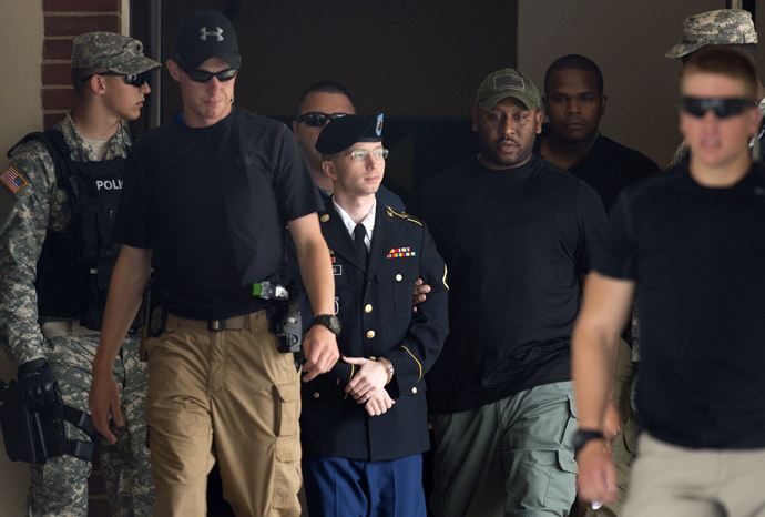 US Army Private First Class Bradley Manning leaves a military court facility after hearing his verdict in the trial at Fort Meade, Maryland on July 30, 2013. (AFP Photo/Saul Loeb)