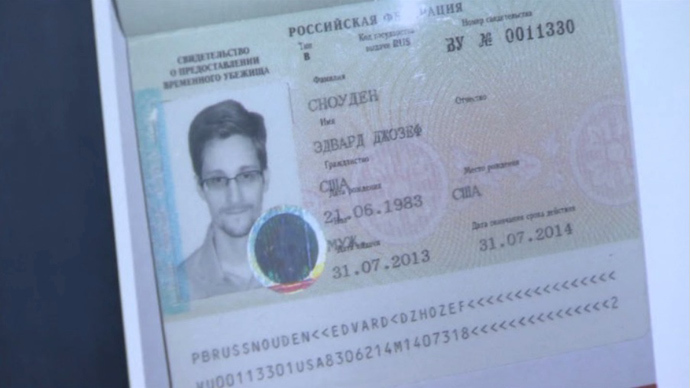 Snowden's father arrives in Moscow