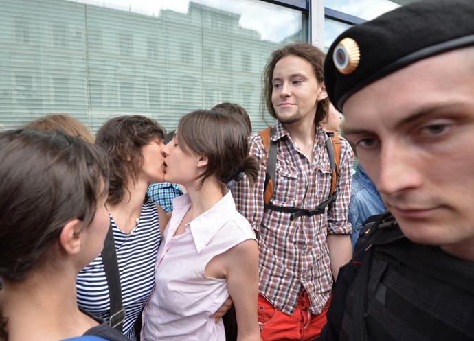 LGBT activists campaign in Moscow (RIA Novosti / Iliya Pitalev)