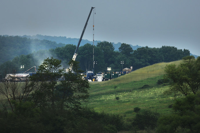 A hydraulic fracturing site is viewed on June 19, 2012 in South Montrose, Pennsylvania. (Spencer Platt/Getty Images/AFP )