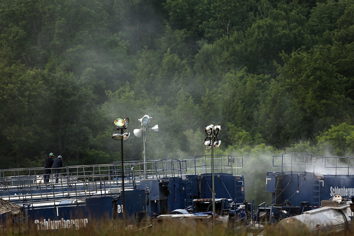 Men work on a natural gas valve at a hydraulic fracturing site on June 19, 2012 in South Montrose, Pennsylvania. (Spencer Platt/Getty Images/AFP)