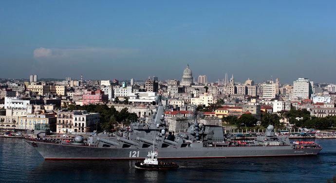 "The Russian cruiser ""Moskva"" enters Havana Harbor in Havana August 3, 2013.(Reuters / Stringer)"