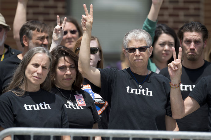 Supporters of US Army Private First Class Bradley Manning gesture peace signs after attending the trial where Manning was read his verdict in the trial at a military court at Fort Meade, Maryland on July 30, 2013.(AFP Photo / Saul Loeb)