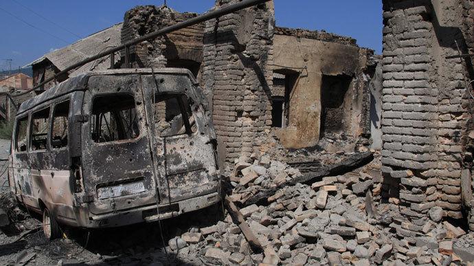 Houses destroyed during a Georgian attack on Tskhinval. (RIA Novosti / Mikhail Fomichev)