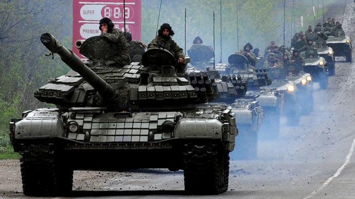 Georgian tanks move in convoy along a road outside Tbilisi on May 5, 2009. (AFP Photo / Vano Shlamov)