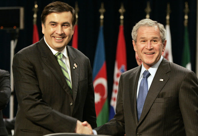 US President George W. Bush (R) shakes hands with Georgia's President Mikhail Saakashvili. (AFP Photo / Pierre Hounsfield)