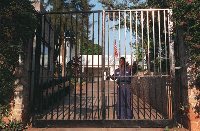 A Burundian guard locks the gate of the US Ambassador's residence in Bujumbura (AFP Photo / Alexander Joe)