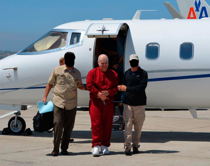 Eduardo Arellano Felix is shown arriving with agents after being extradited from Mexico in this undated Drug Enforcement Administration handout photo released to Reuters September 4, 2012 (Reuters / DEA / Handout)
