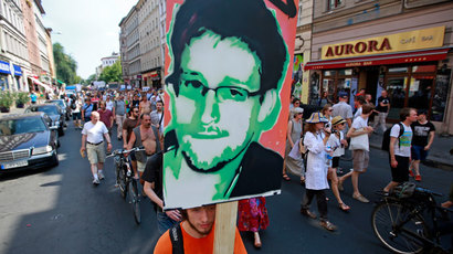 Snowden's father glad Putin 'stood firm' in granting political asylum