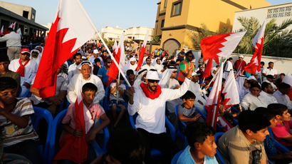 Bahraini govt 'blocks' activist from traveling home to Gulf kingdom