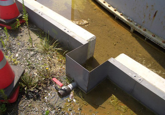 This hand out picture taken by Tokyo Electric Power Co (TEPCO) on August 19, 2013 shows contaminated water which leaked from a water tank at TEPCO's Fukushima dai-ichi nuclear power plant at Okuma town in Fukushima prefecture. (AFP/TEPCO)