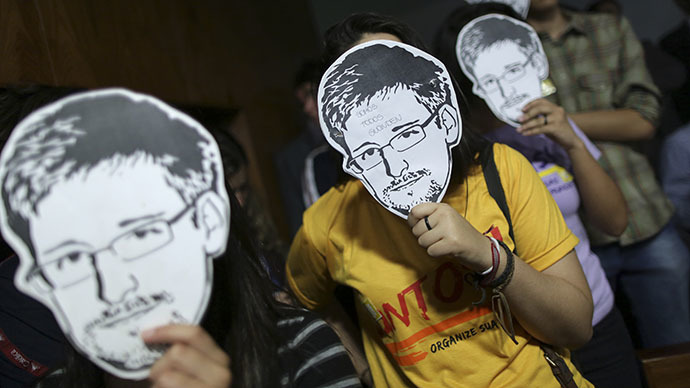 Russian senator starts Snowden aid fundraising campaign