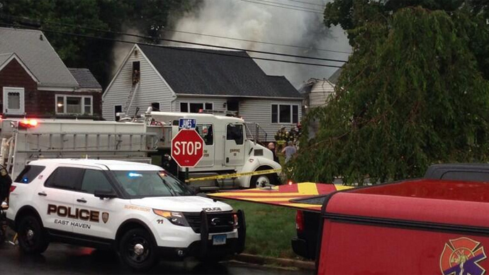 4 killed after plane crashes into Connecticut homes (PHOTOS)