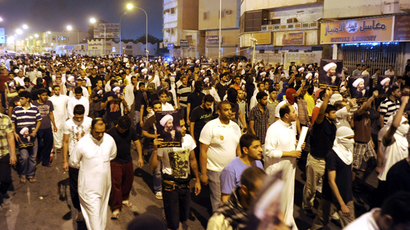 Migrant workers clash with Saudi police over deportations, 2 killed