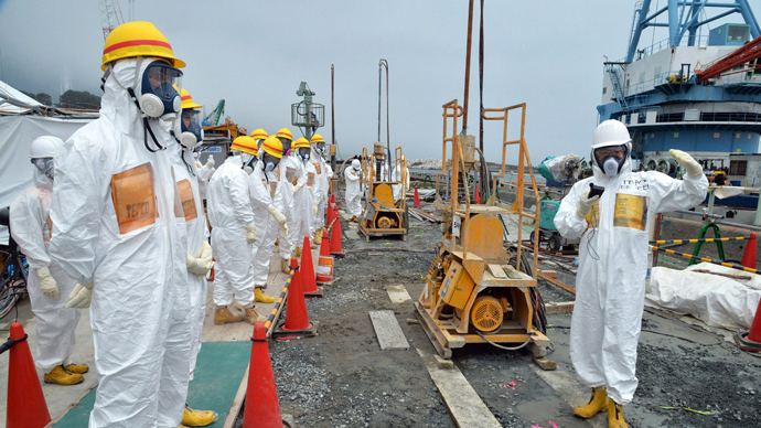 This photo taken on August 6, 2013 shows local government officials and nuclear experts inspecting a construction site to prevent the seepage of contamination water into the sea, at Tokyo Electric Power's (TEPCO) Fukushima Dai-ichi nuclear plant in Okuma, Fukushima prefecture (AFP Photo)