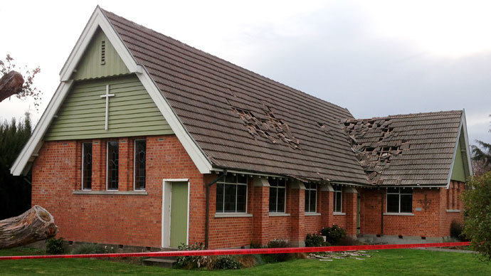 The damaged roof of a church is pictured after an earthquake in the town of Seddon in the Marlborough region, on New Zealand's South Island August 16, 2013.(Reuters / Anthony Phelps)