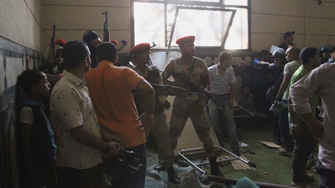 Army soldiers react inside a room of al-Fath mosque when supporters of deposed Egyptian President Mohamed Mursi exchanged gunfire with security forces inside the mosque in Cairo August 17, 2013.(Reuters / Muhammad Hamed)