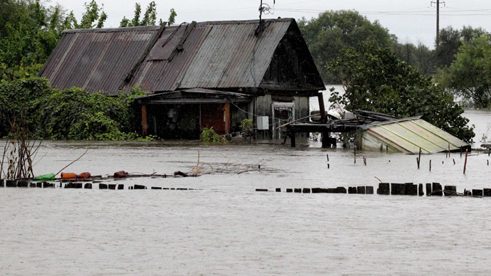 Over 16,000 people evacuated as army helps battle Russia's Far East floods