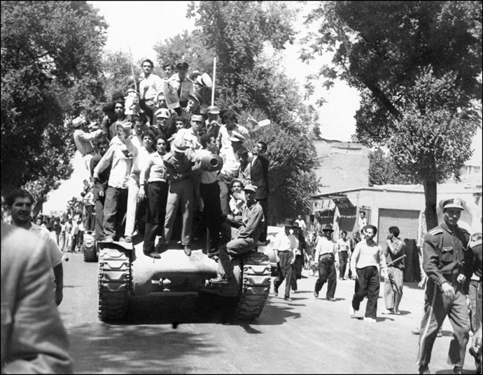 Iranian monarchists, August 27, 1953 (AFP Photo)