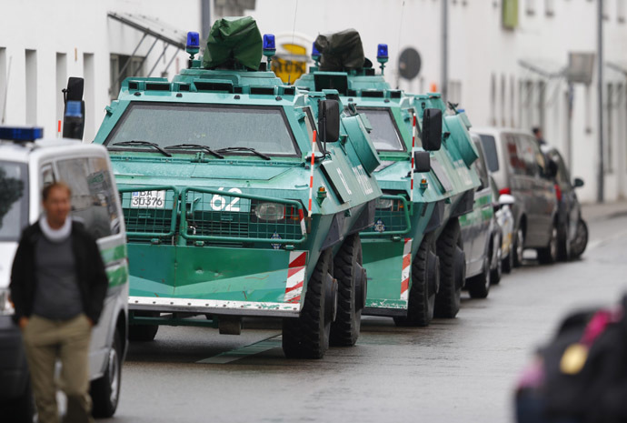 Police armoured vehicles stand in a side street during a hostage situation, in Ingolstadt August 19, 2013. (Reuters/Michael Dalder)