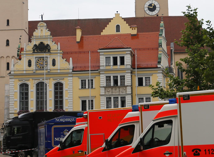Emergency vehicles stand in a cordoned off street in front of the town hall (background) during a hostage situation in Ingolstadt August 19, 2013. (Reuters/Michael Dalder)