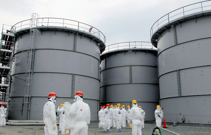 Tanks of radiation-contaminated water are seen at the Tokyo Electric Power Co (TEPCO)'s tsunami-crippled Fukushima Daiichi nuclear power plant (Reuters / Kyodo)