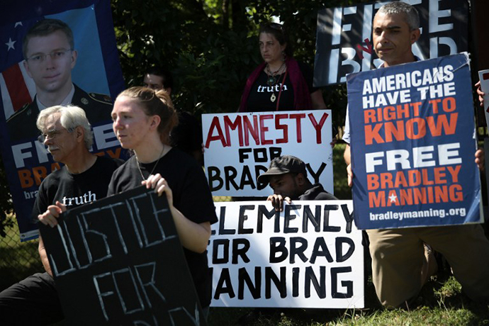 Supporters of U.S. Army Pfc. Bradley E. Manning hold signs to show support during a demonstration outside the main gate of Ft. Meade July 30, 2013 in Maryland. (AFP Photo / Alex Wong)