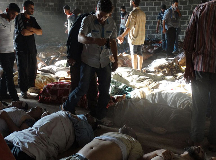 A handout image released by the Syrian opposition's Shaam News Network shows people inspecting bodies of children and adults laying on the ground as Syrian rebels claim they were killed in a toxic gas attack by pro-government forces in eastern Ghouta, on the outskirts of Damascus on August 21, 2013. (AFP Photo)