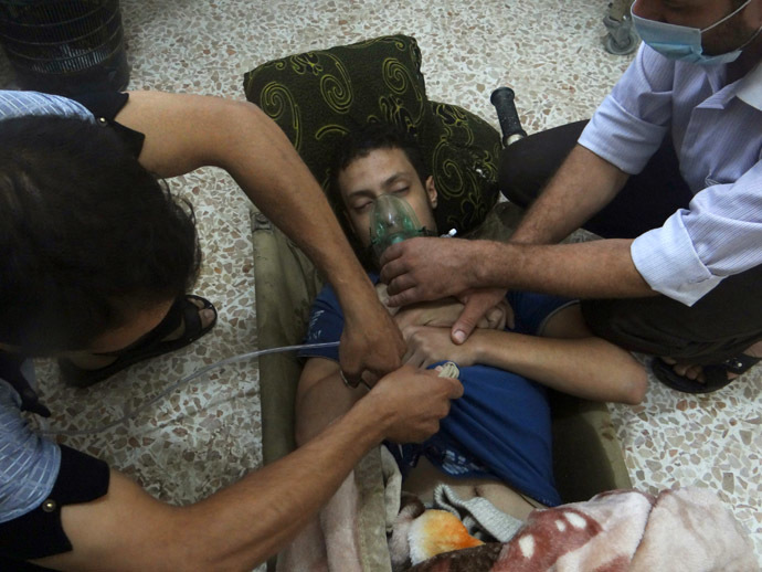A man, affected by what activists say is nerve gas, breathes through an oxygen mask in the Damascus suburbs of Jesreen August 21, 2013. (Reuters/Ammar Dar)