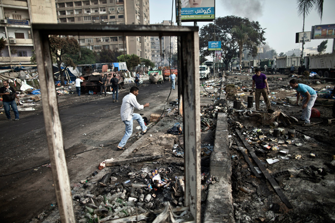 Egyptians search through the debris at Rabaa al-Adawiya square in Cairo on August 15, 2013, following a crackdown on the protest camps of supporters of the Egypt's ousted Islamist leader Mohamed Morsi the previous day (AFP Photo / Mahmoud Khaled)
