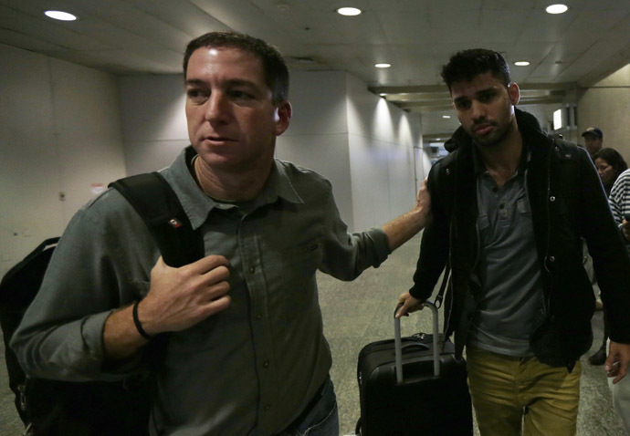 U.S. journalist Glenn Greenwald (L) walks with his partner David Miranda in Rio de Janeiro's International Airport August 19, 2013. (Reuters/Ricardo Moraes )
