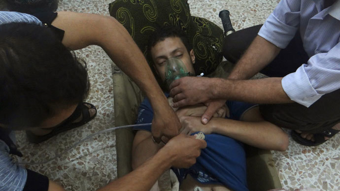 A man, affected by what activists say is nerve gas, breathes through an oxygen mask in the Damascus suburbs of Jesreen August 21, 2013.(Reuters / Ammar Dar)