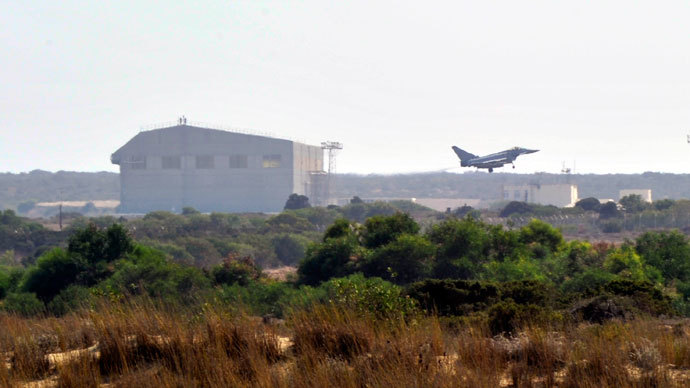 A Typhoon jet of the British Royal Air Force (RAF) lands at a British base at Akrotiri, near the city of Limassol August 29, 2013.(Reuters / Yiannis Nisiotis)