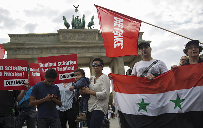 """Supporters of the left-wing Die Linke party protest in front of Brandenburg Gate in Berlin against possible Western military action in Syria. The placards read: """"Bombs don't make peace!"""" (Reuters / Thomas Peter)"""