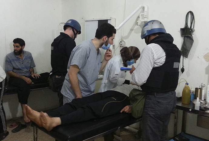 U.N. chemical weapons experts visit people affected by an apparent gas attack, at a hospital in the southwestern Damascus suburb of Mouadamiya August 26, 2013. (Reuters)
