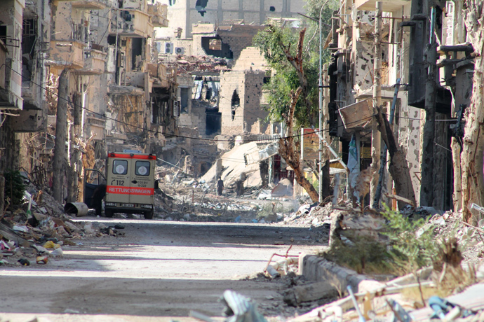 A general view shows a heavily damaged street in Syria's eastern town of Deir Ezzor on August 26, 2013 (AFP Photo / Ahmad Aboud)