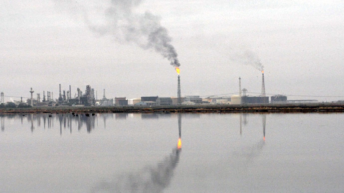 Southern Iraqi Shuaiba oil refinery near the port of Basra, 550 km south of the capital Baghdad (AFP Photo)