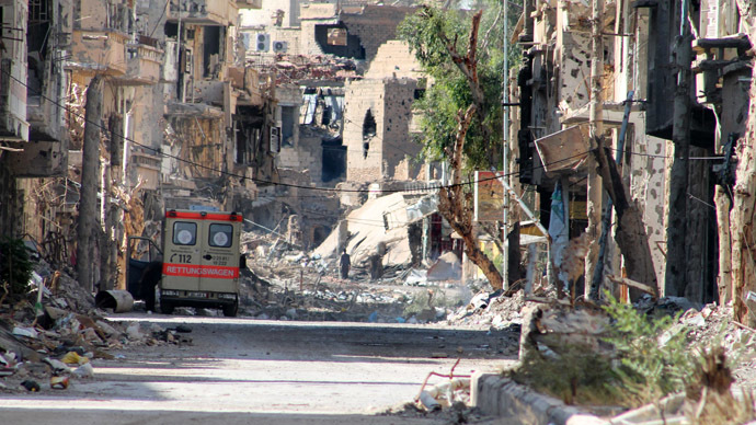 A general view shows a heavily damaged street in Syria's eastern town of Deir Ezzor on August 26, 2013. (AFP Photo/Ahmad Aboud)