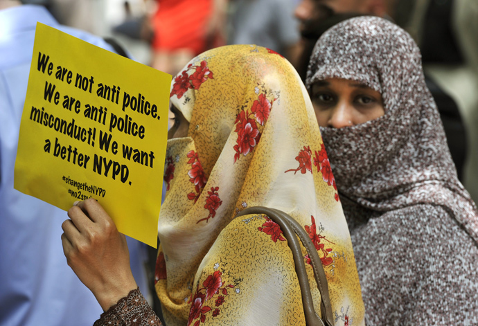 Muslim women look on as civil rights, legal advocates and residents hold a press conference June 18,2013 in New York (AFP Photo / Timothy Clary)