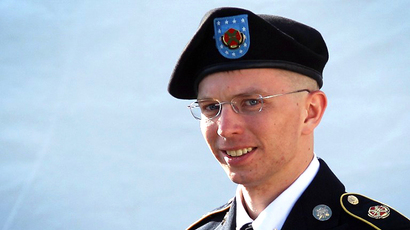 Manning officially submits presidential pardon request