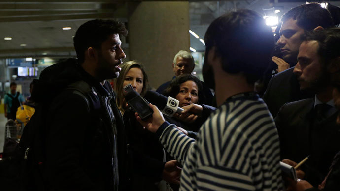 David Miranda partner of U.S. journalist Glenn Greenwald, speaks to the media at Rio de Janeiro's International Airport.(Reuters / Ricardo Moraes)