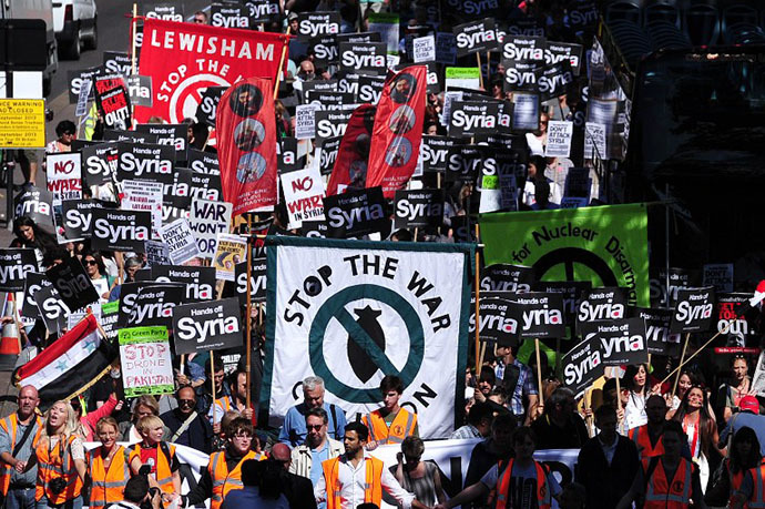 Hundreds of people protest against military intervention in Syria in central London on August 31, 2013. (AFP Photo / Carl Court)