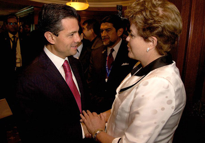 Mexican President Enrique Pena Nieto (L) with his Brazilian counterpart Dilma Rousseff (AFP Photo)