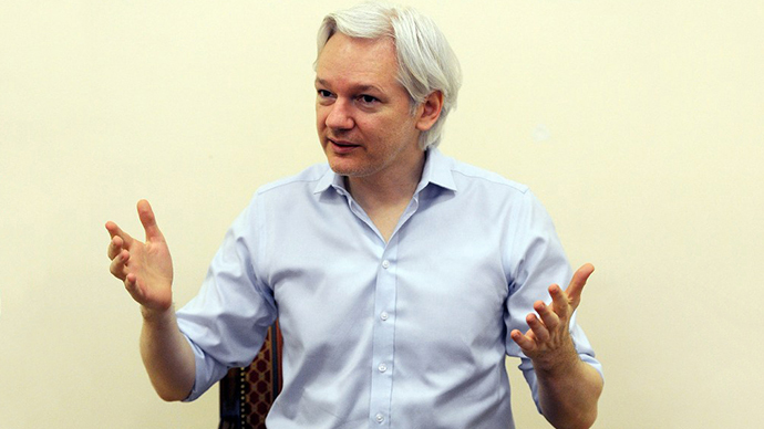 Wikileaks founder Julian Assange speaks to the media inside the Ecuadorian Embassy in London on June 14, 2013, ahead of the first anniversary of his arrival there on June 19, 2012. (AFP Photo / Anthony Devlin)